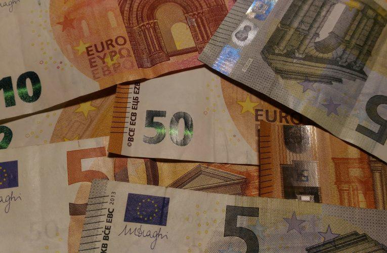 El PSOE vol eliminar els diners en efectiu