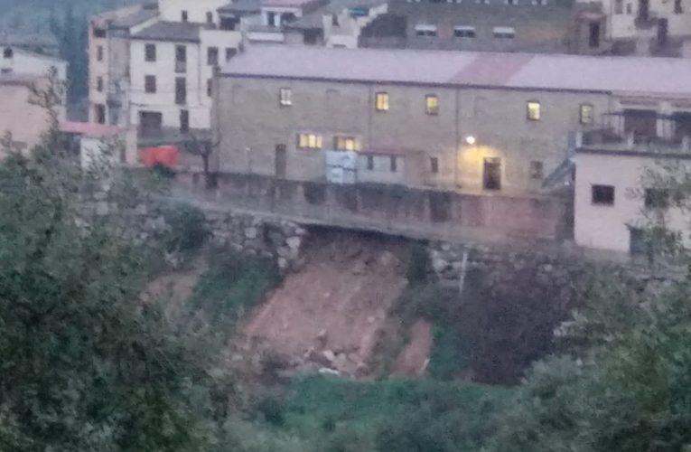 ÚLTIMA HORA: S'ensorra el mur del carrer de la Font de Baix