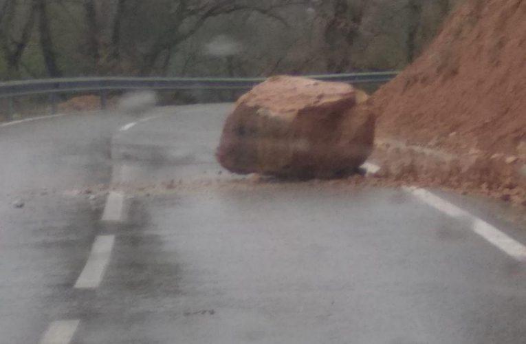 Despreniment de roques a la carretera T-714