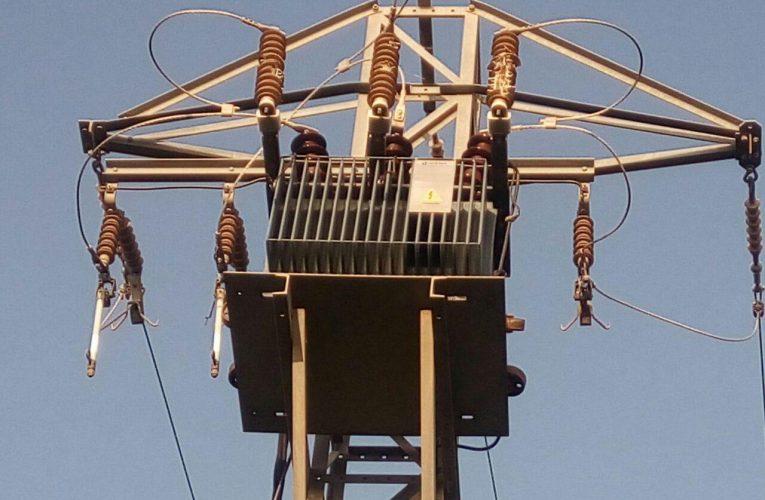 Un llamp a una torre elèctrica va deixar ahir els clients d'ePorts sense servei