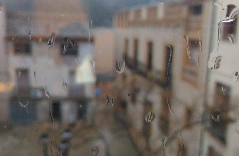 Pluja, vent, i un tall de llum