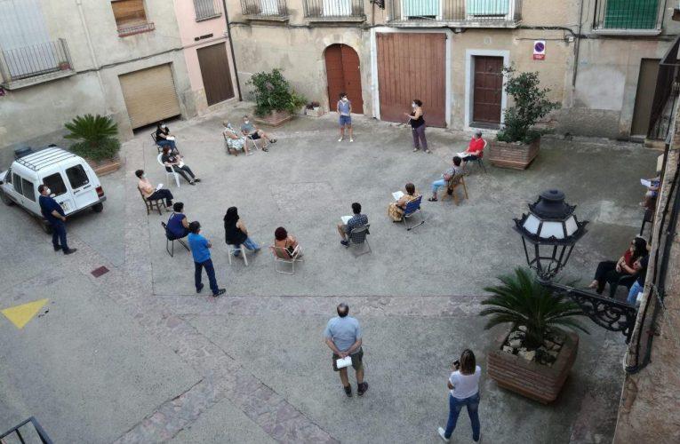 Reunió de la Comissió de Festes a la plaça del Sitjar